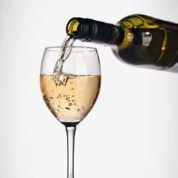 weissweinglas-einschenkenic37UrhiUsPOW